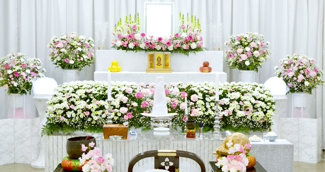 ピンクと白のバラ祭壇