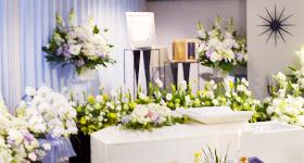 ユリの花祭壇