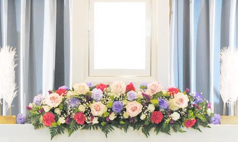 明るいお人柄にふさわしい花祭壇