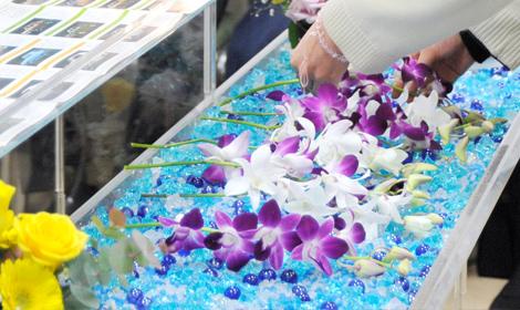 感謝を込めてお花を献花