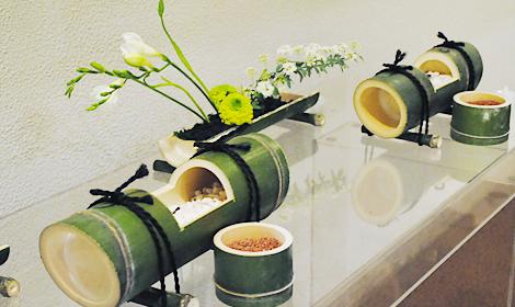 竹の焼香台