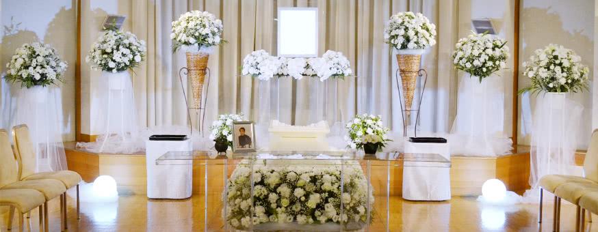 ご主人へのワインをささげた花祭壇