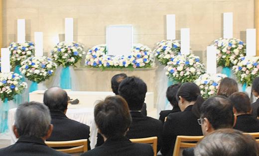 二日間の家族葬にするのか、一日だけの家族葬にするか決める
