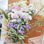 お花はお父様がお好きだった紫色に